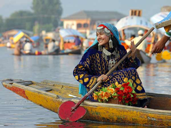 Famous Tourist Attractions in Jammu & Kashmir